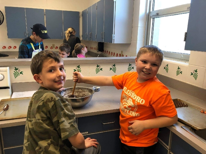 Elementary students visit the HS to cook
