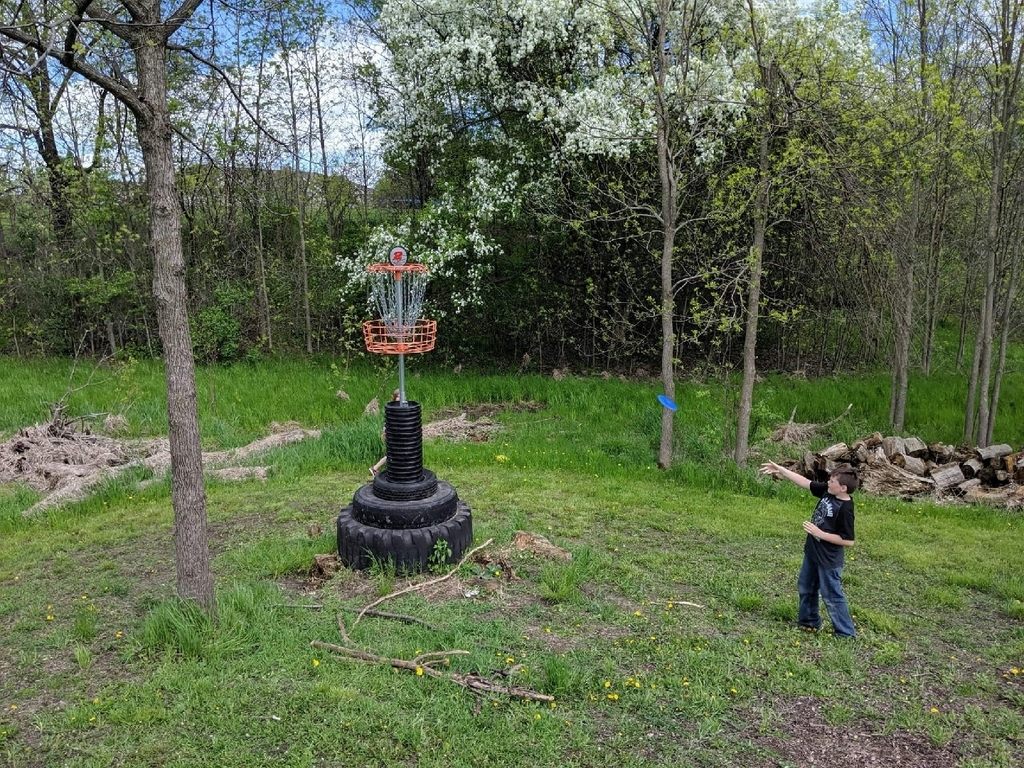 Fourth graders hit the disc golf course in City Park